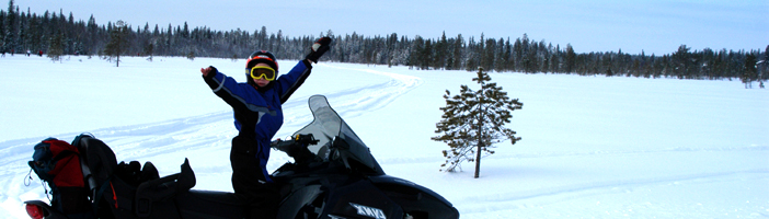 Sneeuwscooter- en huskysafari