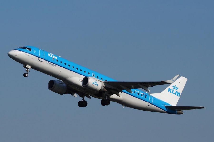 U vliegt met klm van amsterdam naar belfast city airport (dagelijks vertrek). deze kleine luchthaven is ...