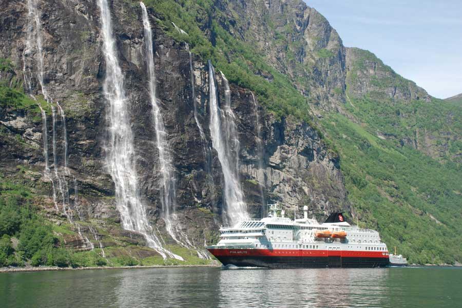 2021 Hurtigruten SINGEL SPECIAL 12 dagen Bergen Kirkenes Bergen