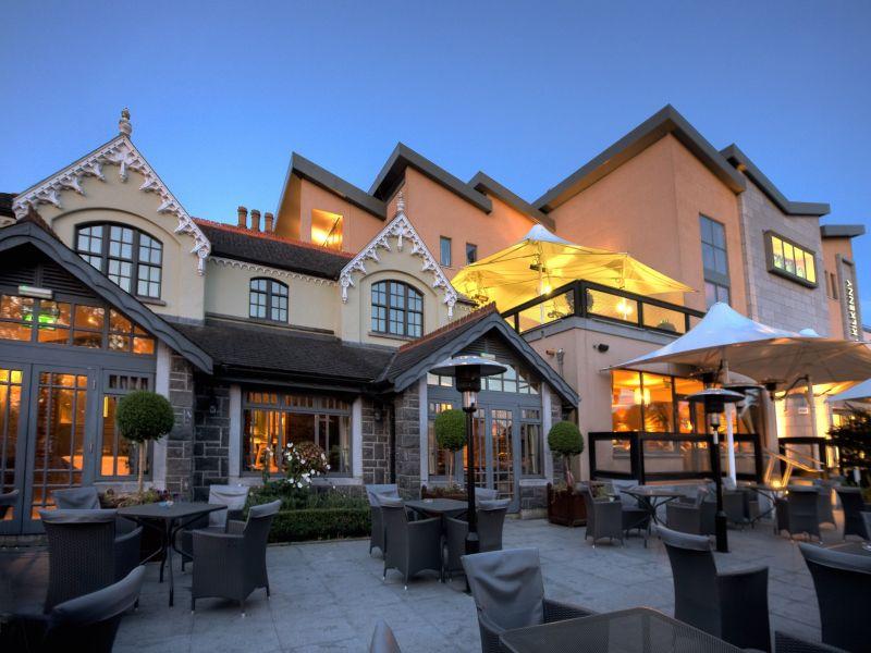 Luxe hotel op 10 minuten lopen van kilkenny castle en het centrum * strak vormgegeven receptie en lobby * 138 ...