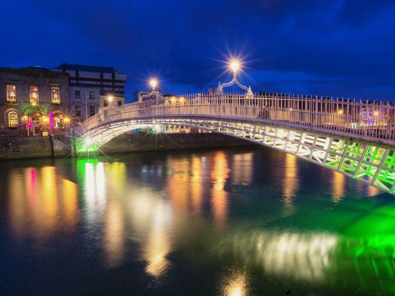 dating in Ierland meer dan 50 Dating Headlines Quotes